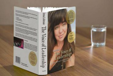 Lohman debuteert zeer verdienstelijk in de managementliteratuur met haar boek The Voice of Leadership